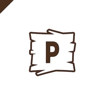 Hölzerne alphabet- oder gussblöcke mit buchstaben p im hölzernen beschaffenheitsbereich mit entwurf.