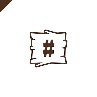 Hölzerne alphabetblöcke mit symbolhasch in der hölzernen beschaffenheit