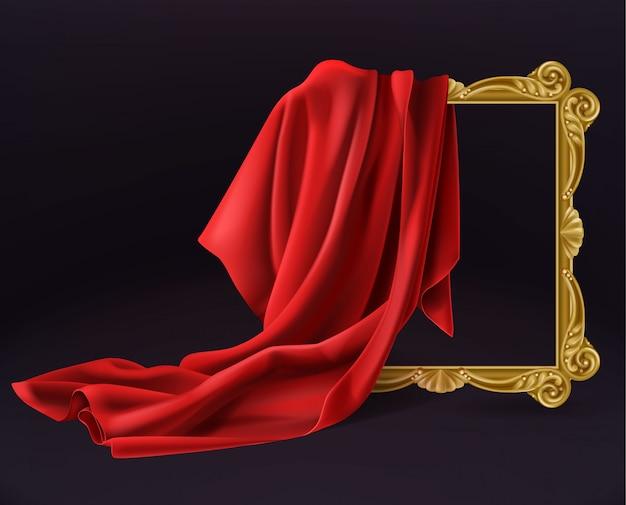 Hölzerner fotorahmen der roten silk stoffabdeckung lokalisiert