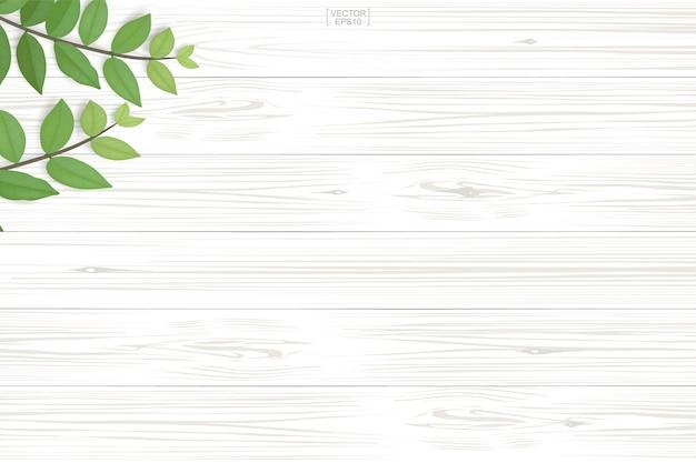 Hölzernes plankenmuster und -beschaffenheit mit grünen blättern für natürlichen hintergrund.