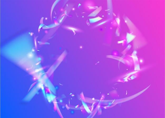 Holographisches lametta. festliche kunst. metallelement. karneval-hintergrund. lila party-glitter. kristall funkelt. unschärfe mehrfarbige dekoration. moderne folie. blaues holografisches lametta