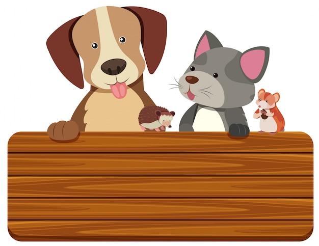Holzschild mit katze und hund im hintergrund