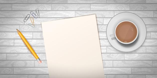 Holztisch mit tasse kaffee und leerer dokumentenschablone