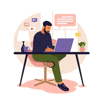 Home-office-konzept mann, der von zu hause aus arbeitet student oder freiberufler freiberuflicher oder studierender konzept