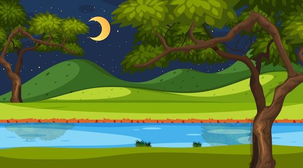 Horizont-naturszene oder landschaftslandschaft mit blick auf waldflussufer und mond am himmel bei nacht