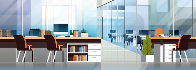Horizontale fahne der kreativen arbeitsplatzumgebung des coworking-büroinnenraums der modernen mitte