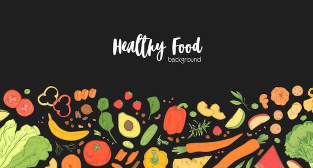 Horizontale fahnenschablone mit verstreutem frischem gesundem essen auf schwarzem hintergrund