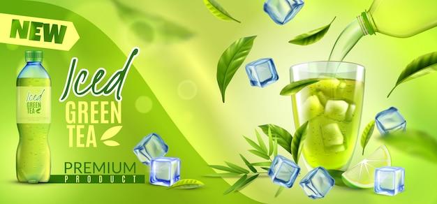 Horizontales banner des realistischen grünen tees mit verzierten markennamen-eiswürfelblättern und plastikflaschenpackungs-schussvektorillustration