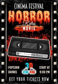 Horrorfilm-kinofestival farbiges retro-plakat mit videokassette und blutiger schlagzeilenvektorillustration. überlagerte, separate grunge-textur und text