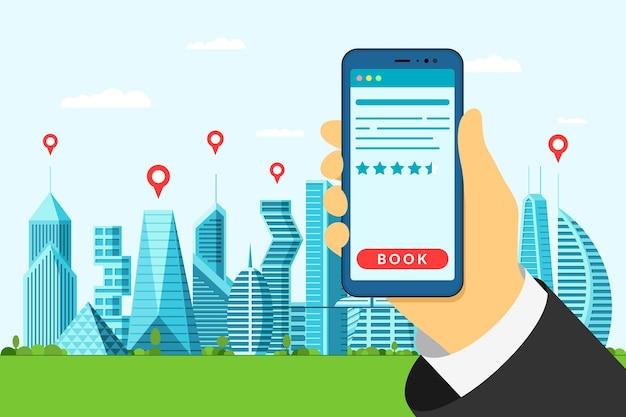 Hotelsuche und -buchung im großen zukünftigen stadtkonzept. halten smartphone und online-buchungswohnung mit bewertungssternen. mobile reise-app für die suche nach gps-punkten und die benutzeroberfläche der reservierungsanwendung Premium Vektoren