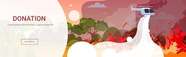 Hubschrauber löscht gefährliches lauffeuer in australien im kampf gegen buschfeuer trockene wälder brennende bäume feuerbekämpfung naturkatastrophe spendenkonzept intensive orange flammen horizontale kopie raum