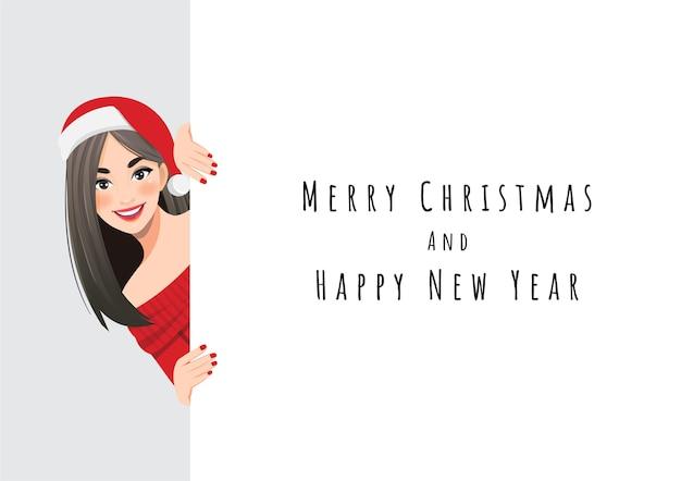 Hübsche frau im roten pulloverkleid und im weihnachtsmannhut, die hinter dem weißen fahnencharakter stehen