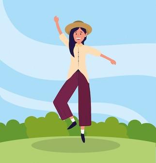 Hübsche frau mit freizeitkleidung und springen