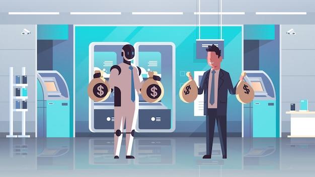 Humanoid und geschäftsmann, die taschen mit geldroboter gegen den menschen zusammen stehen halten, technologiegewinnfinanzkonzeptbankinnenraum in voller länge horizontal