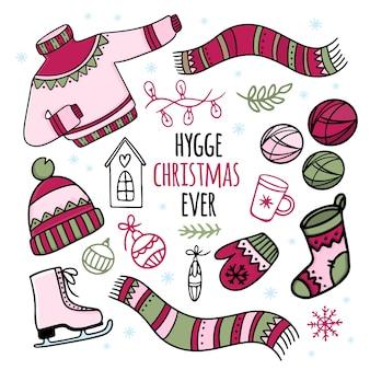 Hygge weihnachten jederzeit. weihnachtsattribute und winter warme kleidung cartoon hand gezeichnete handschrift text illustration set