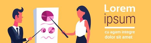 Illustration von geschäftsleute, die auf flipchart zeigen