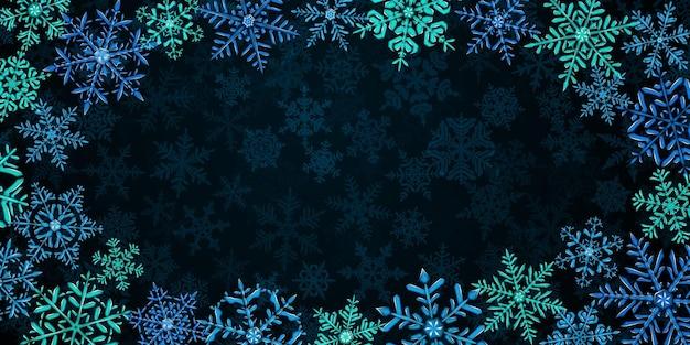 Illustration von großen, komplexen, durchscheinenden weihnachtsschneeflocken in türkis, hell- und dunkelblau, herum gelegen, auf hintergrund mit fallendem schnee. transparenz nur im vektorformat