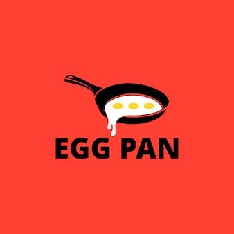 Illustration von köstlichen eiern, die in einer pfanne in einer restaurantküche für frühstücksdesignvektor gebraten werden