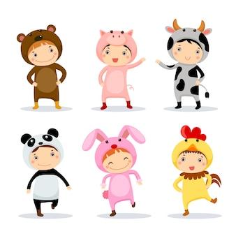 Illustration von niedlichen kindern, die tierkostüme tragen