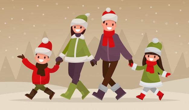 Im winter im freien eine glückliche familie spazieren gehen.