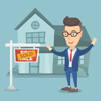 Immobilienmakler mit verkauftem plakat.