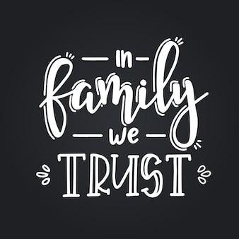 In der familie vertrauen wir auf handgezeichnete typografieplakate. konzeptionelle handgeschriebene phrase haus und familie, handbeschriftetes kalligraphisches design. beschriftung.