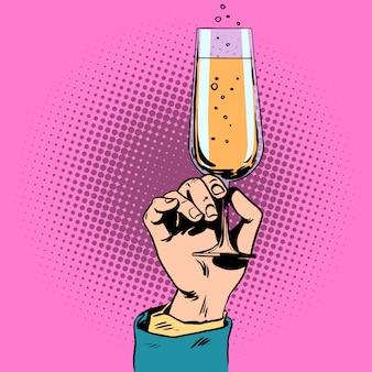 In der hand ein glas champagner anstoßen