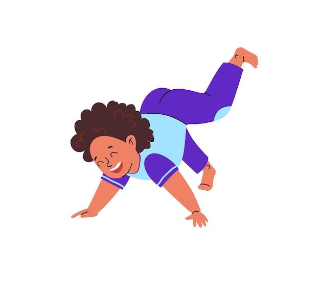 In ihren armen steht ein cartoon-kind mit lockigen haaren im schlafanzug. das kind macht fröhlich übungen.