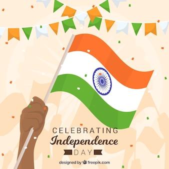 Indien-unabhängigkeitstaghintergrund mit der hand, die flagge hält
