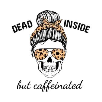 Innen tot, aber koffeinhaltiger halloween-mama totenkopf mit fliegerbrillen-bandana und leoparden-print