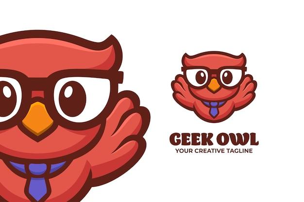 Intelligente geek-eulen-maskottchen-charakter-logo-vorlage