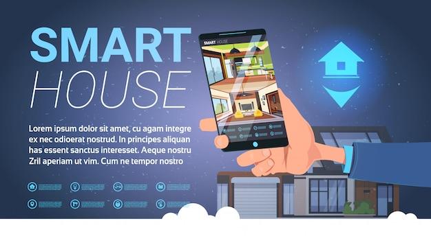 Intelligente haus-hand, die smartphone mit steueranwendung, moderne technologie der hausautomation hält