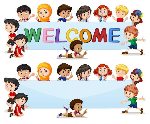 Internationale kinder auf willkommensschriftzug