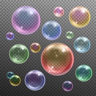 Irisierende farbige glänzende runde seifenblasen verschiedener größen, die gegen das dunkle transparente realistische schwimmen