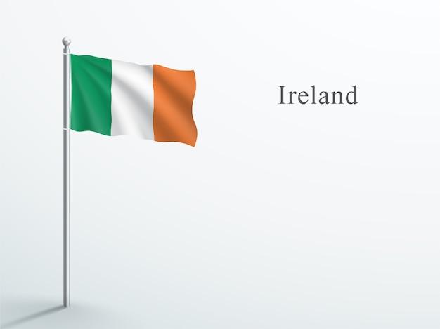 Irland flagge 3d element, das auf stahlfahnenmast winkt