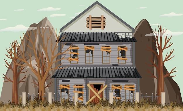Isoliertes altes kaputtes haus im ländlichen