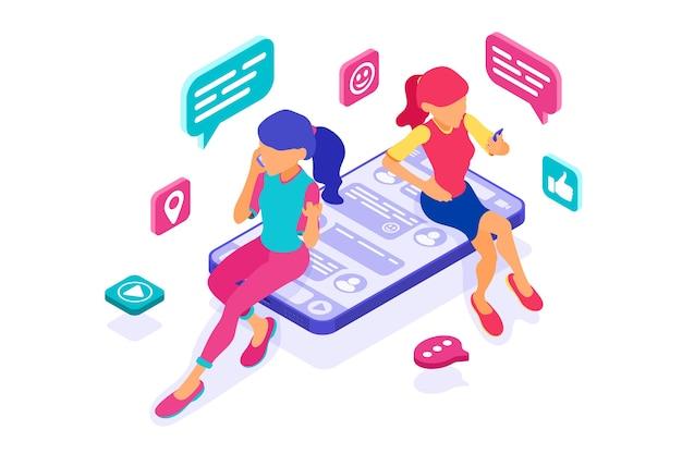 Isometrische freunde mädchen chatten in sozialen netzwerken senden nachrichten fotos selfie anruf mit dem smartphone. virtuelle beziehungen zwischen online-dating-freundschaften. jugendliche sind auf neue internet-technologien angewiesen