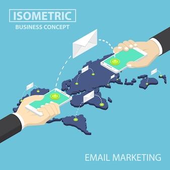 Isometrische geschäftsmannhände, die den smartphone sendet e-mail-mitteilungen halten