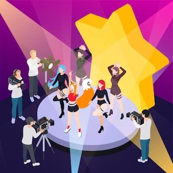 Isometrische illustration der popmusikshow mit reportern, die die leistung der tanzgruppe auf video aufzeichnen