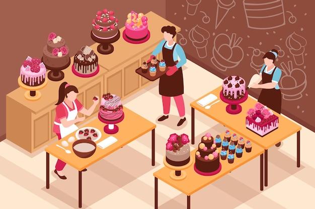 Isometrische illustration des hausgemachten kuchens mit frauen, die vorbereitete desserts durch creme und beeren verzieren