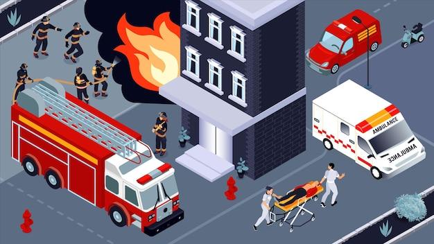 Isometrische illustration zur brandbekämpfung mit brigaden von feuerwehrleuten und rettungsdiensten, die sich mit dem löschen eines brennenden gebäudes und der rettung von opfern beschäftigen