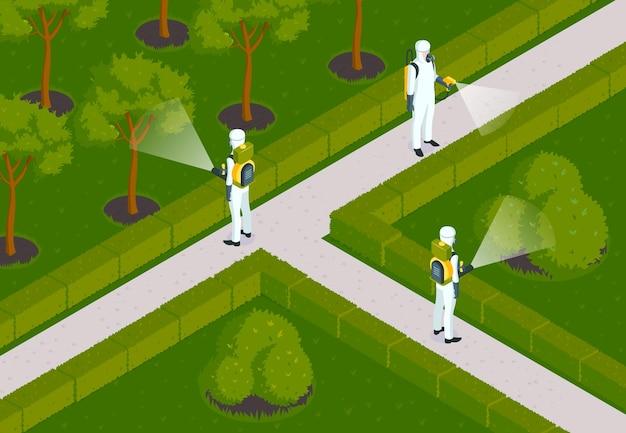 Isometrische schädlingsbekämpfungszusammensetzung mit gartenlandschaft im freien und desinsektionsteam von arbeitern in chemieanzügen illustration