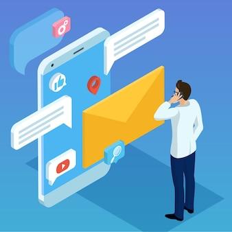Isometrisches konzept des flachen designs für geschäftliche mobilfunknetzverbindungen e-mail-marketing-leute, die testimonials-konzept mit jungen leuten unterhalten, die kommentare des sozialen netzwerks machen