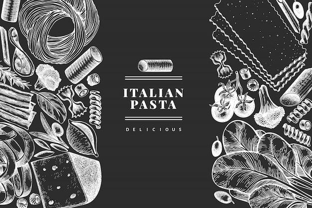 Italienische pasta mit ergänzungen. hand gezeichnete lebensmittelillustration auf kreidetafel. gravierter stil. vintage pasta verschiedene arten hintergrund.