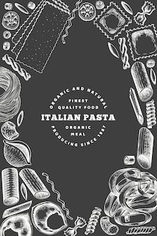 Italienische pasta plakatgestaltung. hand gezeichnete vektorlebensmittelillustration auf kreidebrett. gravierter stil