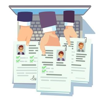 Job-wettbewerb. die kandidaten halten ihren lebenslauf. online-bewerbung für einen lebenslauf für männer