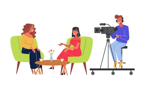 Journalist nehmen interview und kameramann drehen video