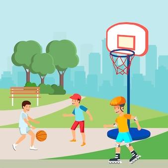 Jugendliche, die basketball, jungen-rollschuhlaufen spielen