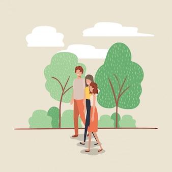 Jugendliche gehen auf die parkfiguren