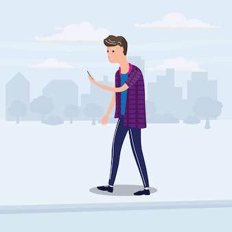 Jugendlicher, der smartphone und das gehen untersucht